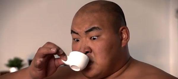sumo-drinking-tea