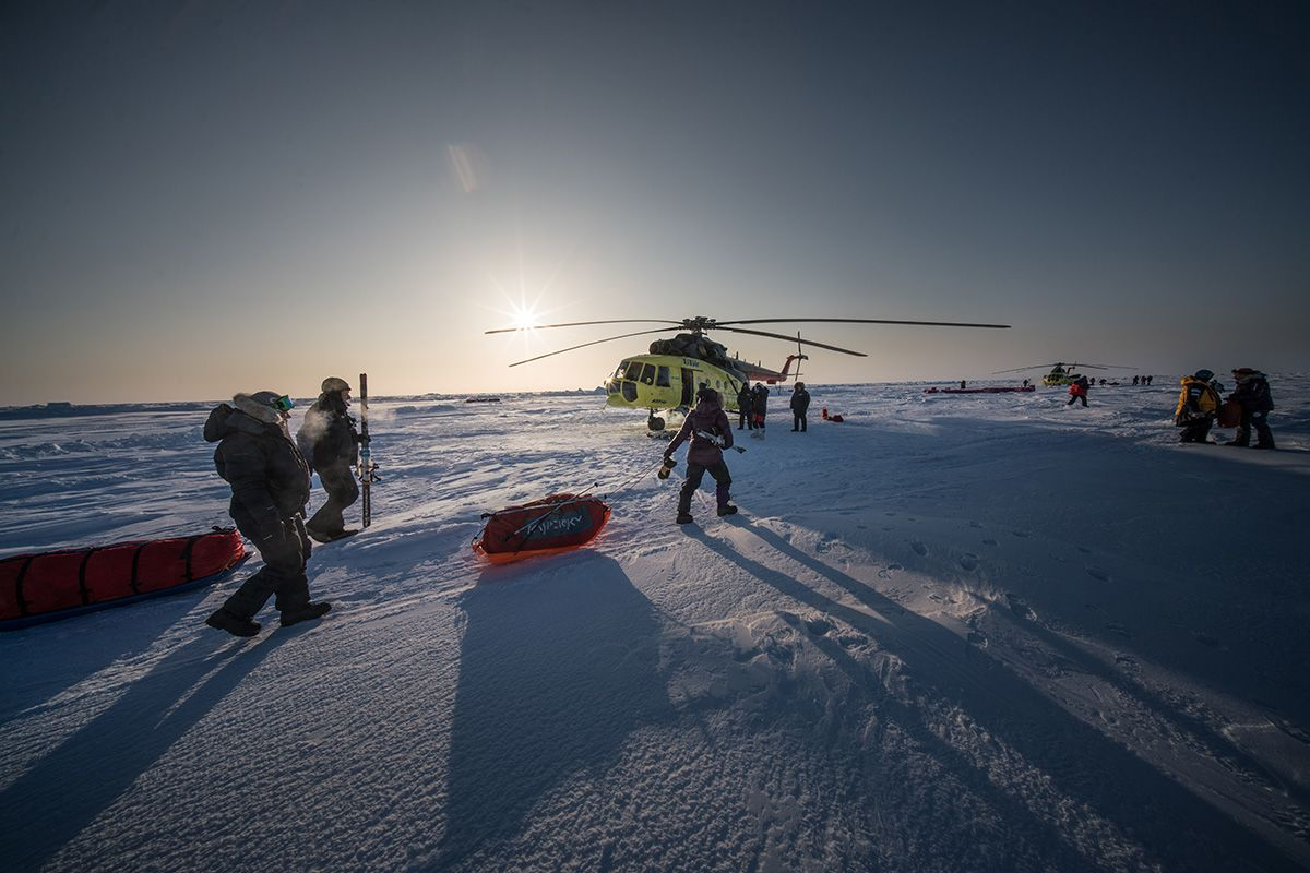 24.-Loading-the-sleds-into-the-Mi-8-helicopter-to-go-to-the-final-drop-off-point-before-starting-the-expedition-to-the-North-Pole-Photo-by-Renan-Ozturk