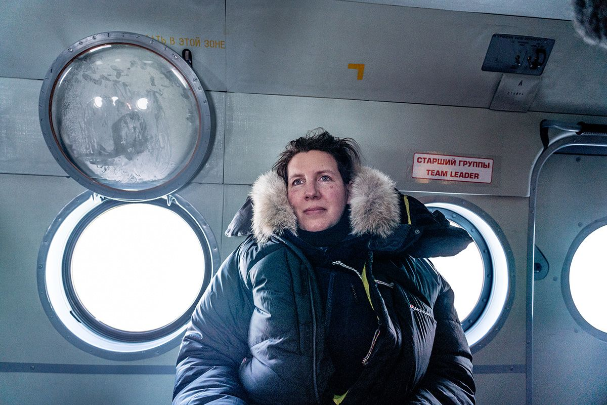 28.-Veteran-polar-adventurer-Euro-Arabian-expedition-leader-Felicity-Aston-keeps-her-team-focused-as-they-are-about-to-exit-the-Mi-8-Photo-by-Renan-Ozturk