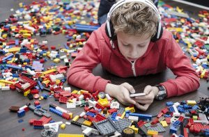 Как защитить детей онлайн: следите за приложениями