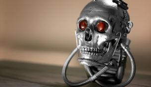 Какие ошибки допускают люди при создании (программных) роботов, как другие люди эксплуатируют эти недостатки, и что за это бывает