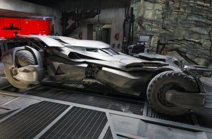 Бэтмен в опасности: Бэт-пещеру взломали?