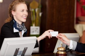 Do hotel card keys store guests' personal data?