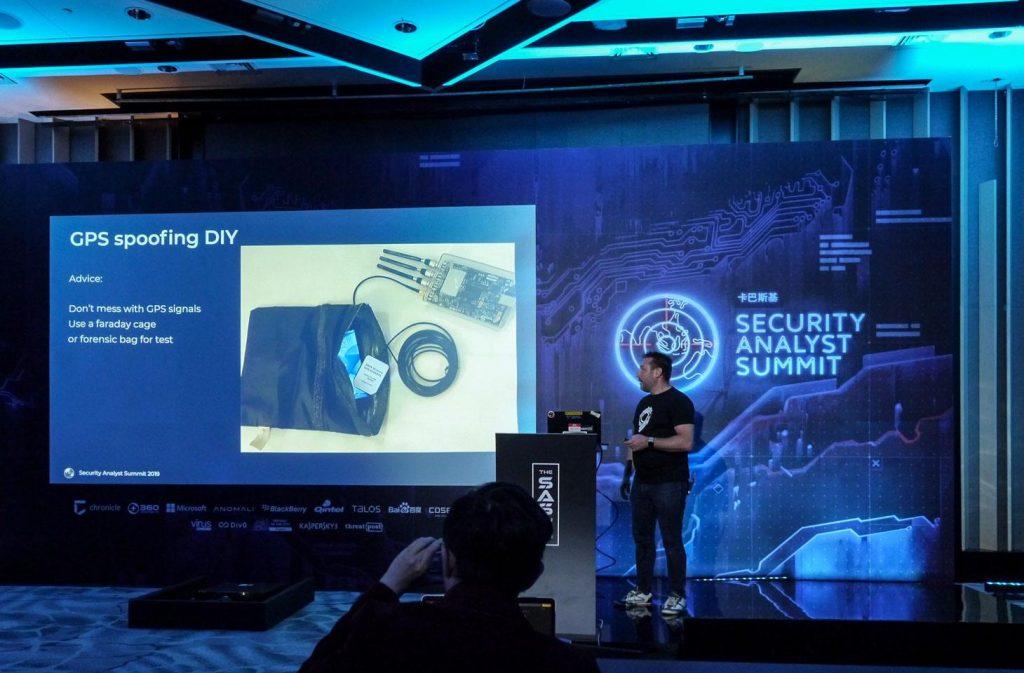 Stephan Gerling explica sobre o material necessário para a suplantação de GPS na Security Analyst Summit