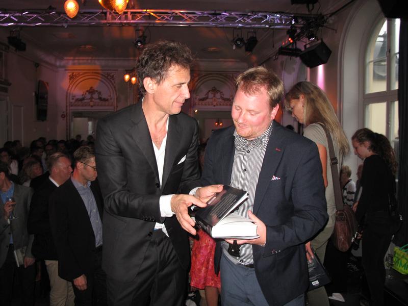 David Lagercrantz handing over signed book